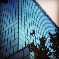 شیشه شویی نمای ساختمان