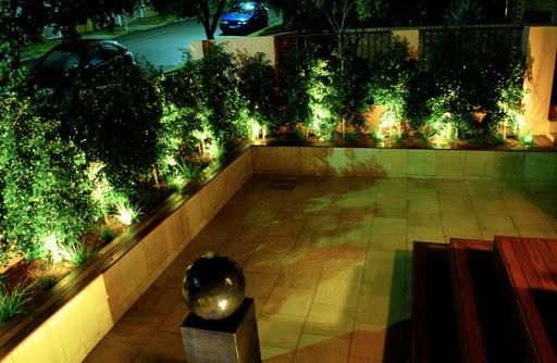 نور پردازی حیاط